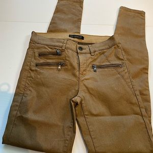 50% off❗️Never worn brown dynamite jeans size 26